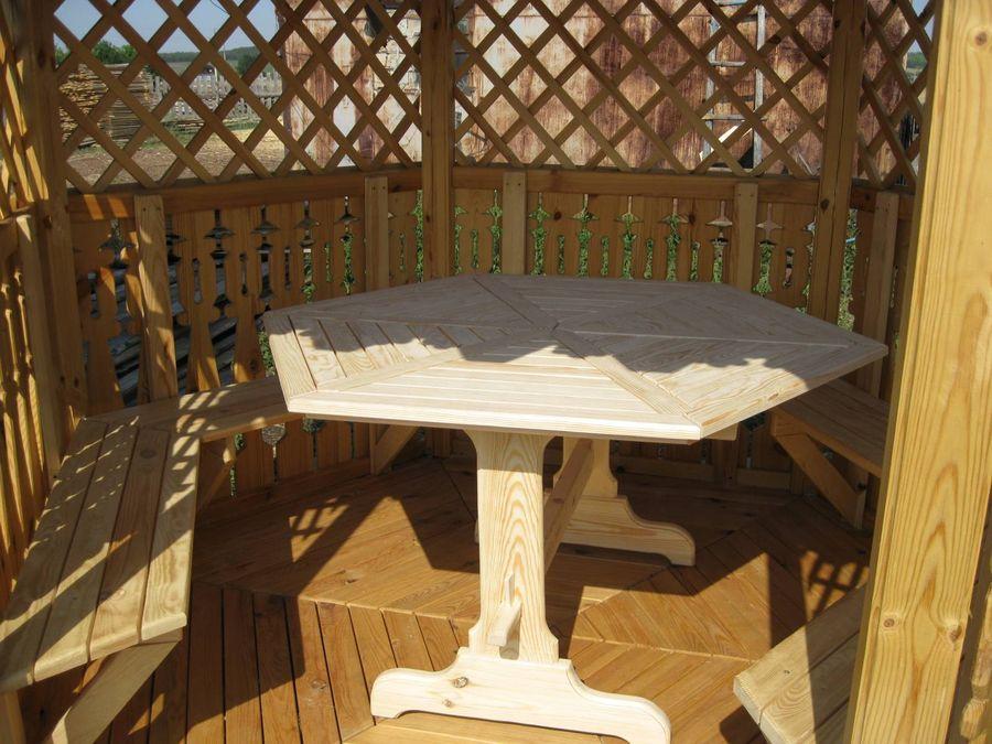Деревянный стол шестигранный