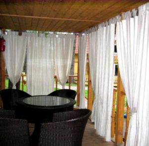 Белые тканевые шторы