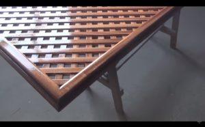 Лакированная решетка из дерева
