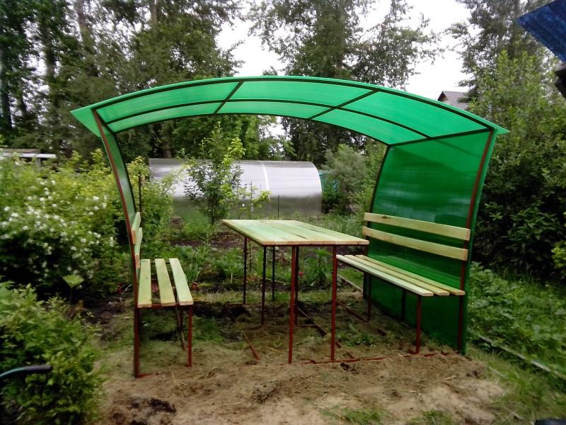 Беседка из зелёного поликарбоната