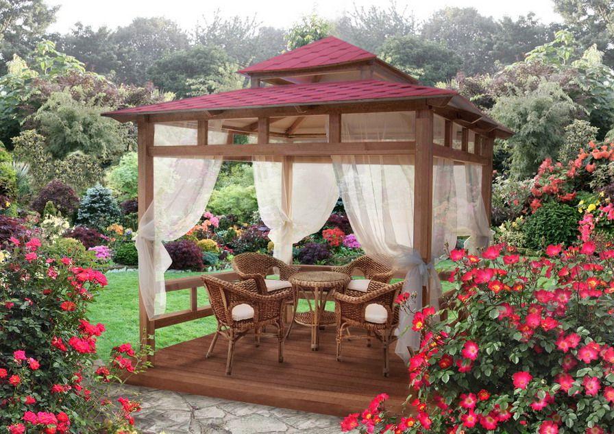 Деревянная беседка с декором для летнего отдыха