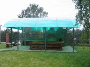 Зеленая крыша навеса