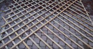 Недоделанная деревянная решетка