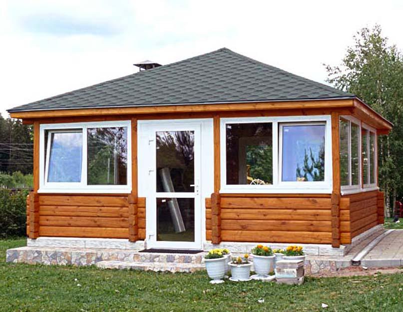 Застекленный домик из бруса