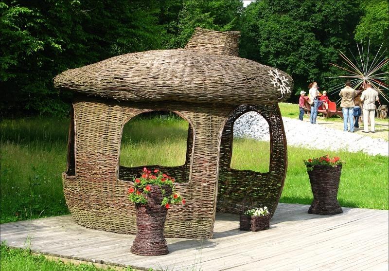 Декоративная плетеная постройка