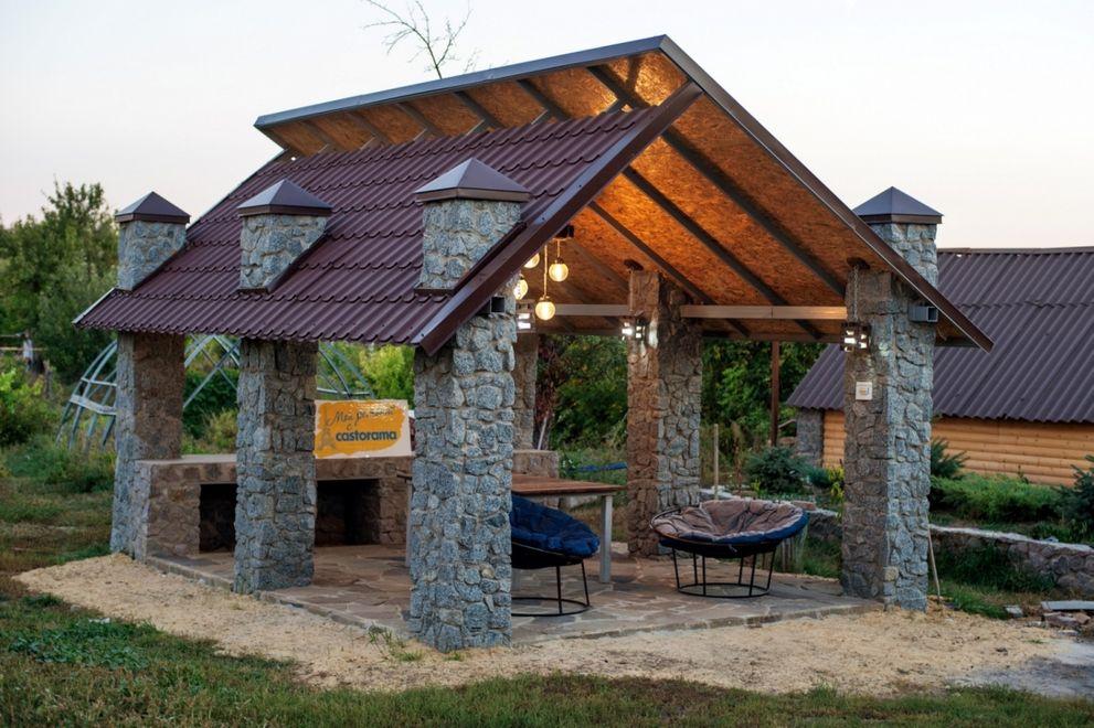 Каменная беседка с двускатной крышей