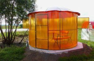 Беседка из оранжевого поликарбоната