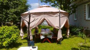 Массивный шатёр на даче