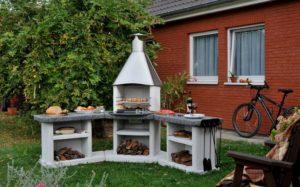 Дизайнерский мангал в саду