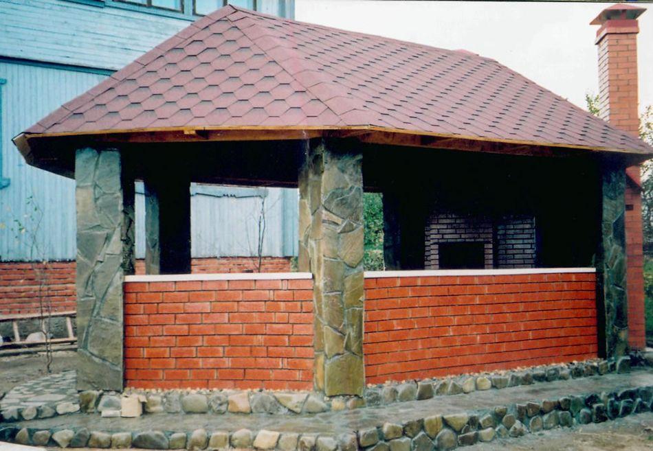 Беседка из кирпича и камня