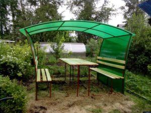 Беседка из зеленого поликарбоната