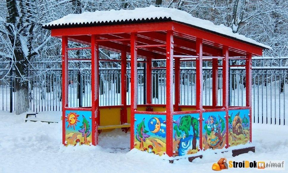 Беседка в снегу