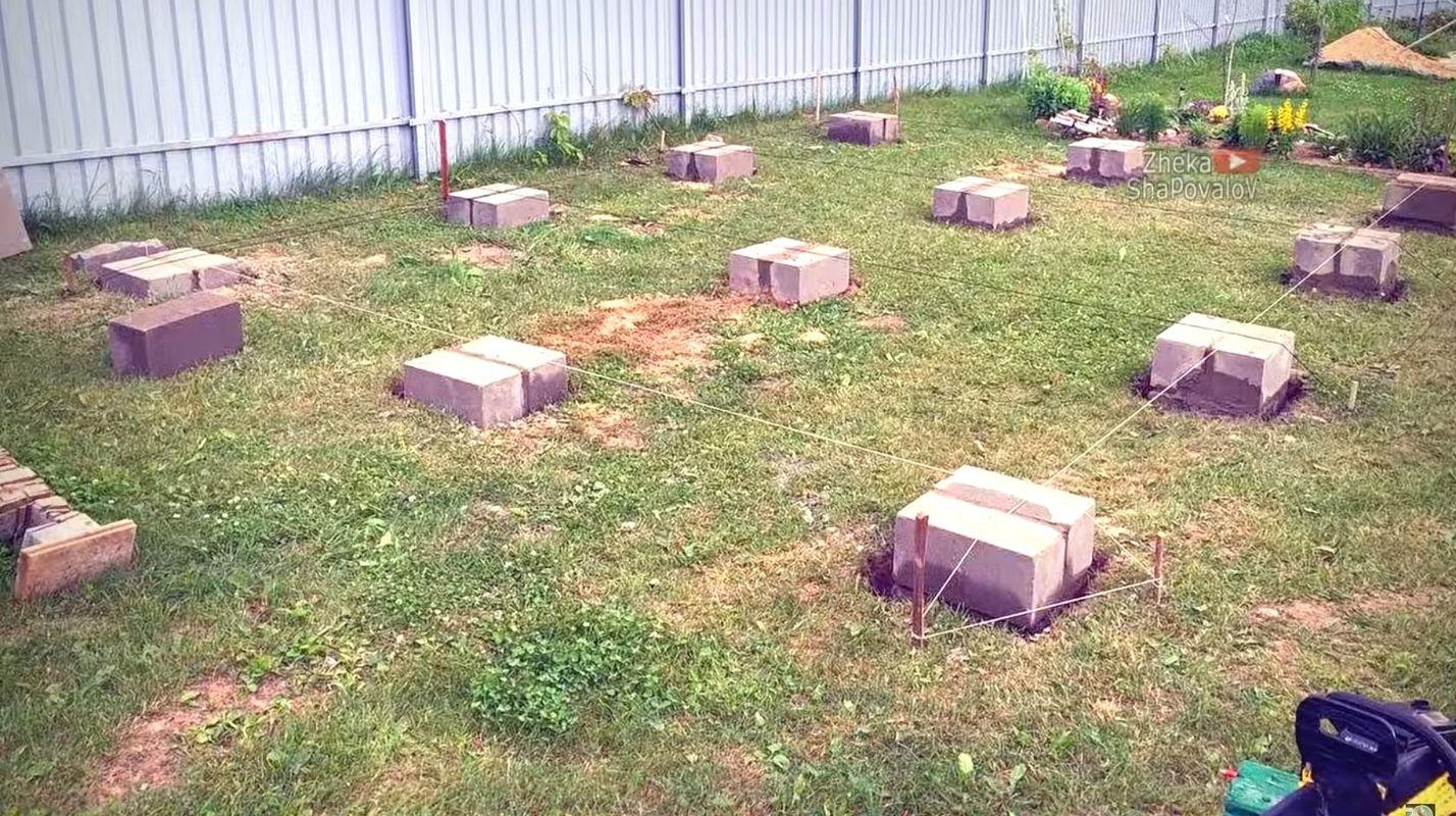 Установка фундаментных блоков