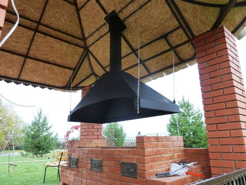 Вытяжной зонт для мангала в беседке
