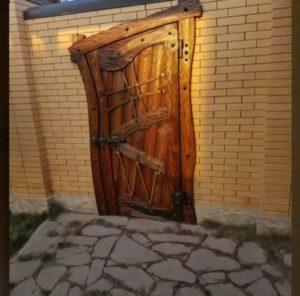 Кривая дверь