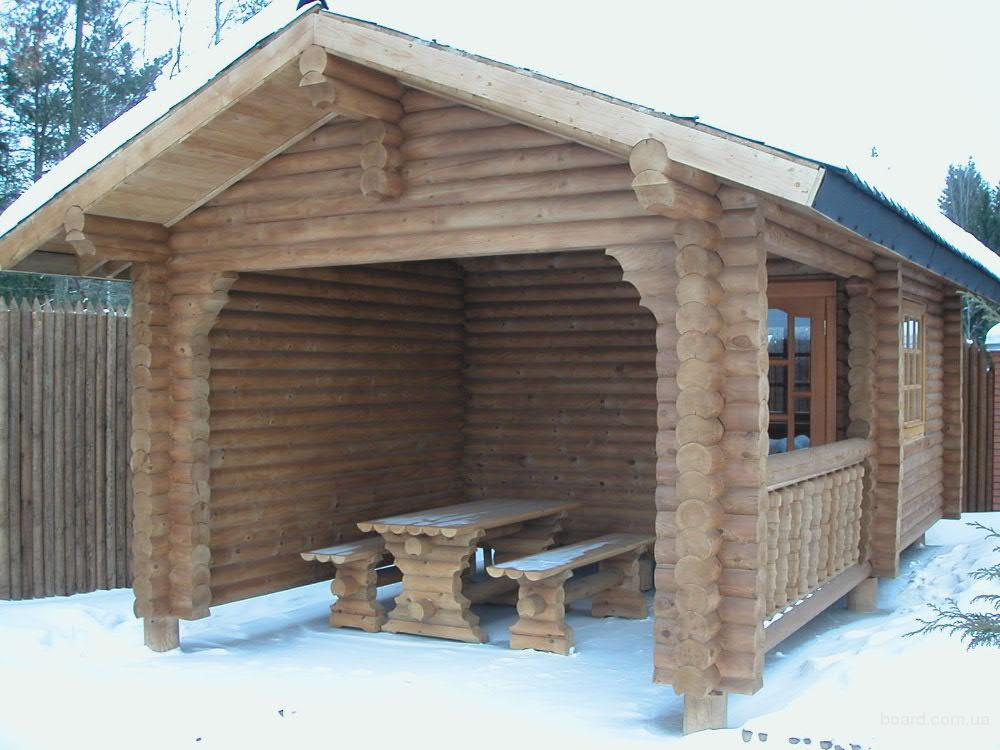 Полузакрытый комплекс с баней и беседкой в снегу